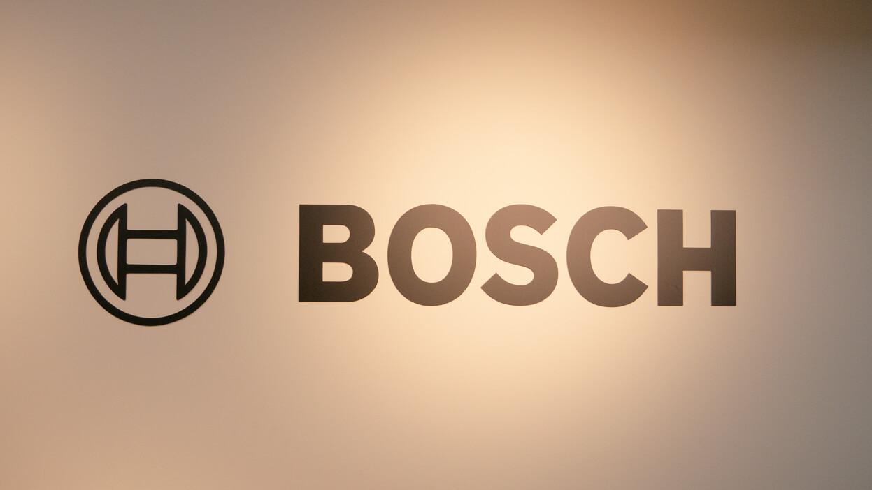 BOSCHショールームに描かれたロゴ